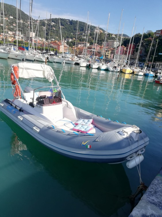Boat rental Sacs Sacs S 475 in Rapallo on Samboat