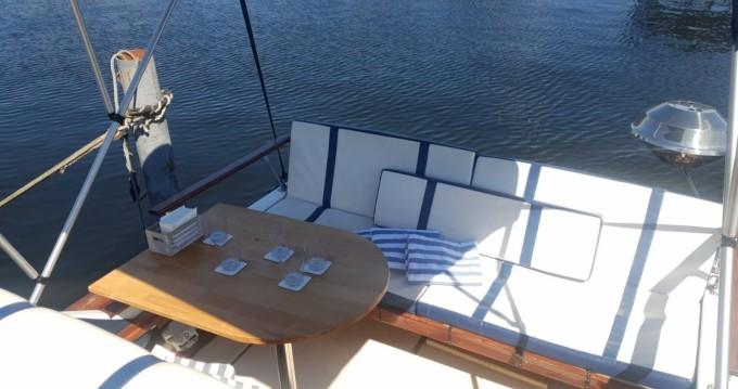 Boat rental Sea Ray Sea Ray 245 Sundancer in Spandau on Samboat