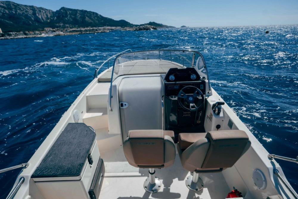 Rent a Quicksilver Activ 755 Sundeck Marseille