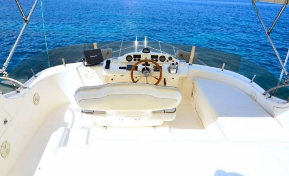 Rental yacht Tourlos - Sealine 410S flybridge  on SamBoat