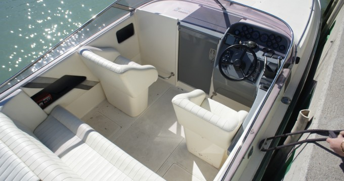 Rental Motorboat Falcon with a permit