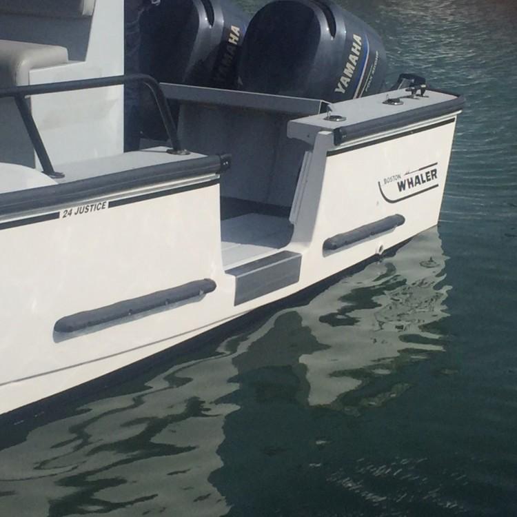 Boat rental Boston Whaler Boston Whaler 24 Outrage in Lège-Cap-Ferret on Samboat