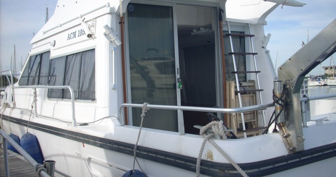 Motorboat for rent Saint-Cyprien at the best price