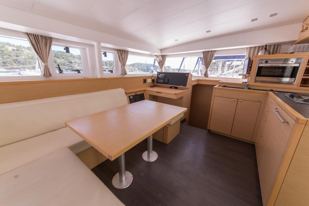 Hire Catamaran with or without skipper Lagoon Saint-Mandrier-sur-Mer