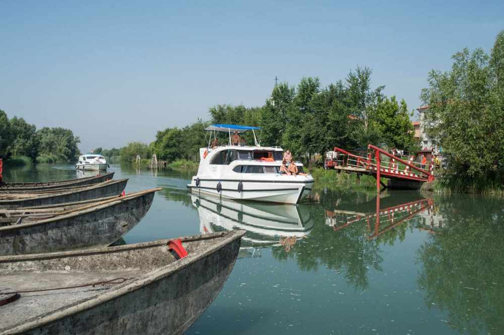 Rental Canal boat in Casale sul Sile - Houseboat Holidays Italia srl Minuetto6+
