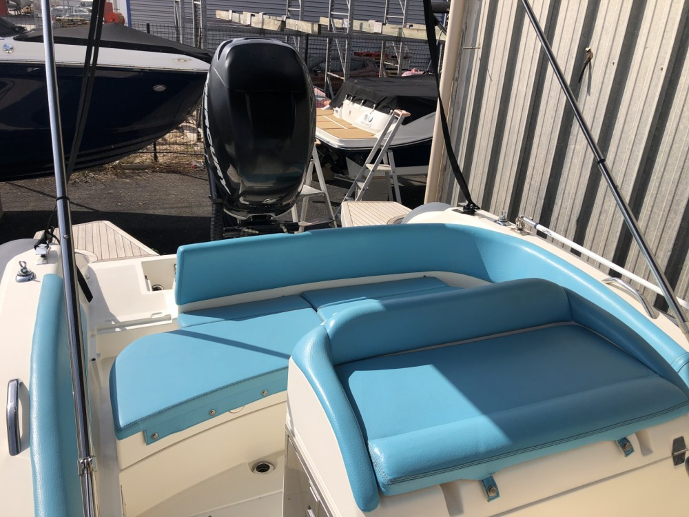 Boat rental Lomac Adrenalina 7.5 in Hyères on Samboat