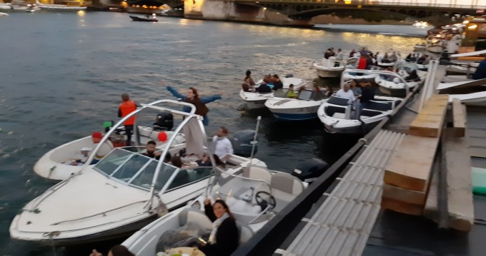 Rental Motorboat in Issy-les-Moulineaux - Sea Ray Sea Ray 160 CB