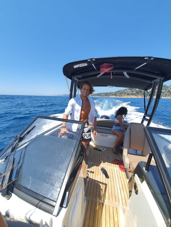 Quicksilver Activ 605 Bowrider between personal and professional Blanes