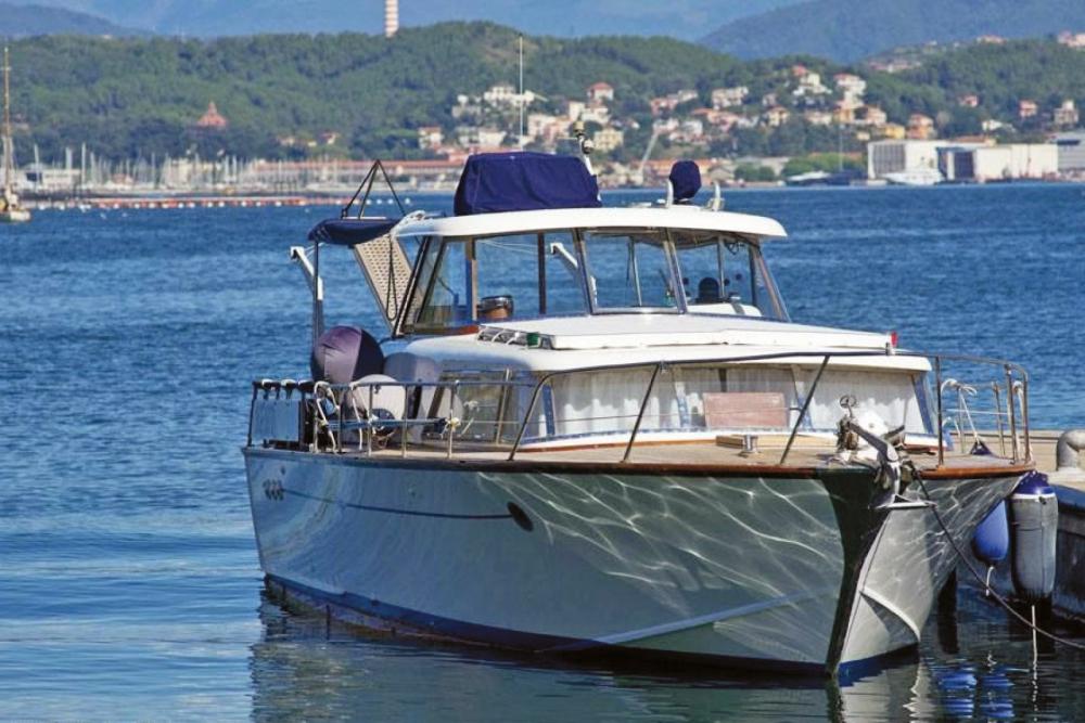 Boat rental Picchiotti Giglio  in Como on Samboat