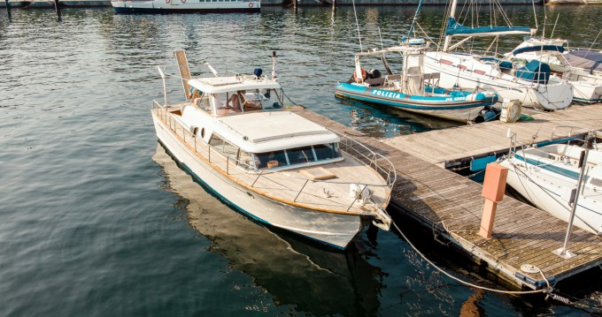 Motorboat for rent Como at the best price