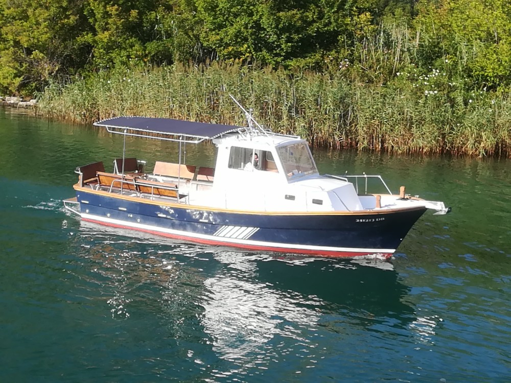 Saronic 890 between personal and professional Komolac