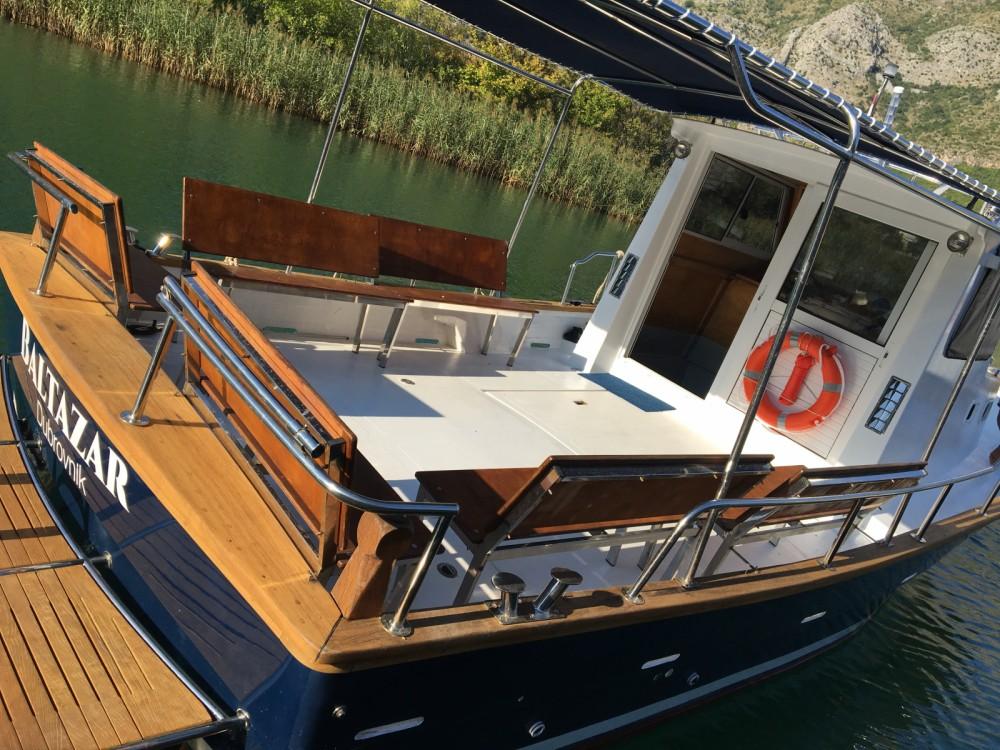 Rental Motorboat in Komolac - Saronic 890