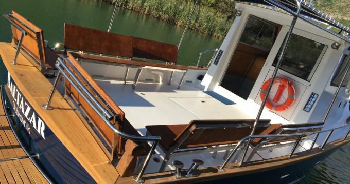 Boat rental Saronic 890 in Komolac on Samboat