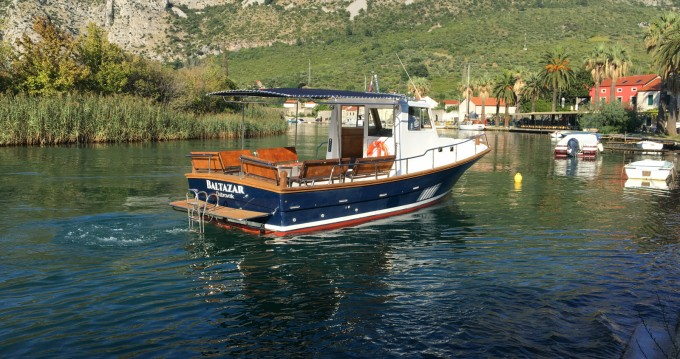 Rental Motorboat Saronic with a permit