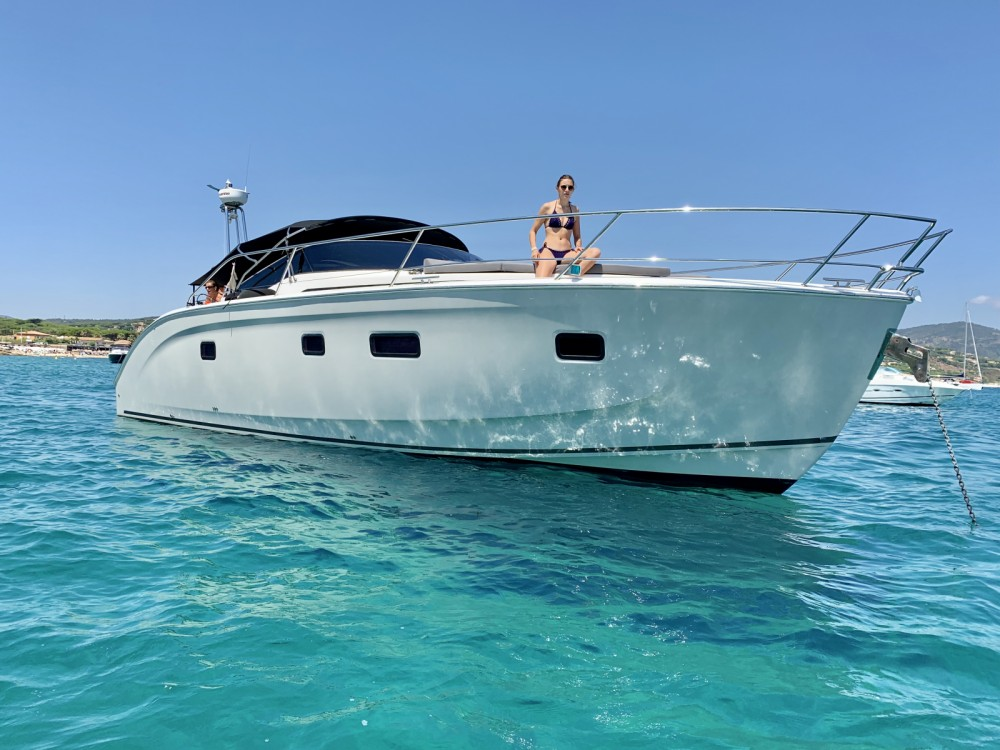Rental Motorboat in Grimaud - Bavaria Bavaria 46 Deep Blue Open