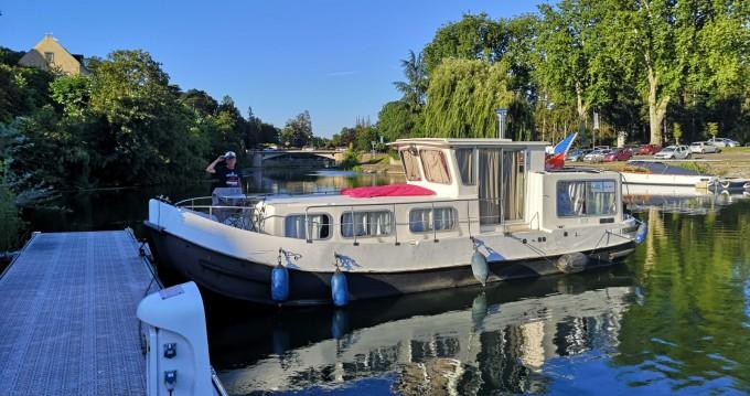 Rental Canal boat in Saint-Jean-de-Losne - Locaboat Locaboat 935