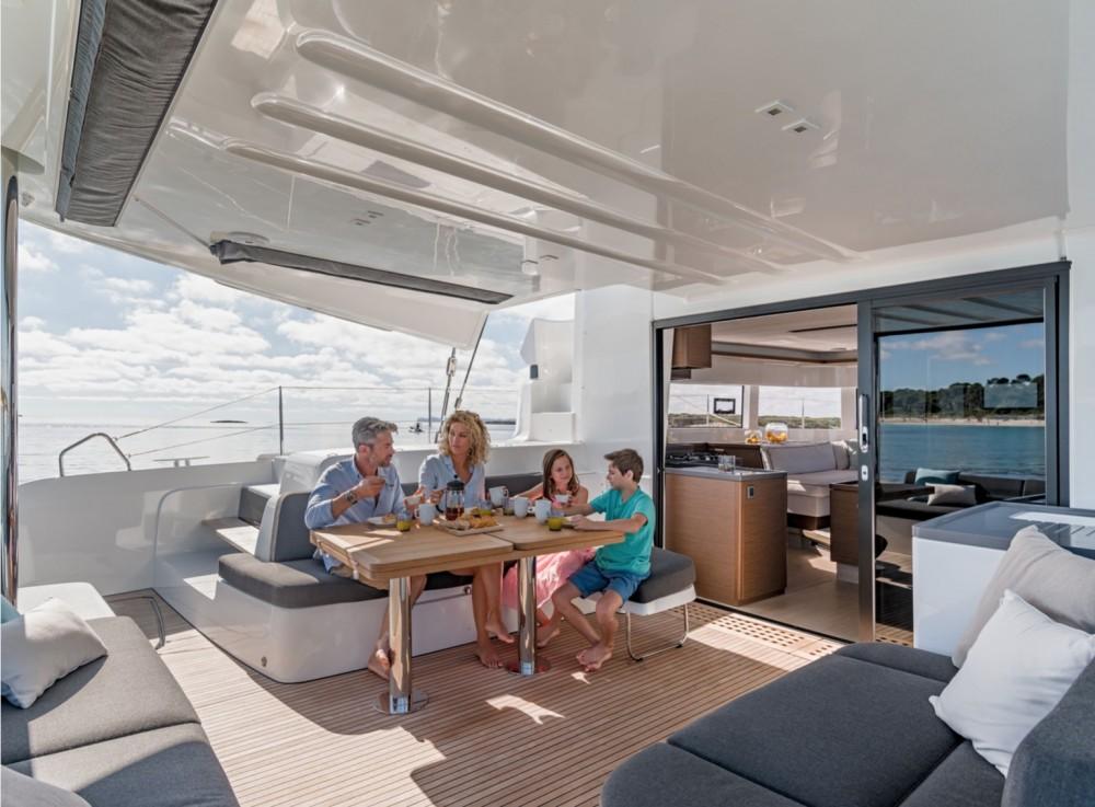Boat rental Bahamas cheap Lagoon 50 - 6 + 2 cab.