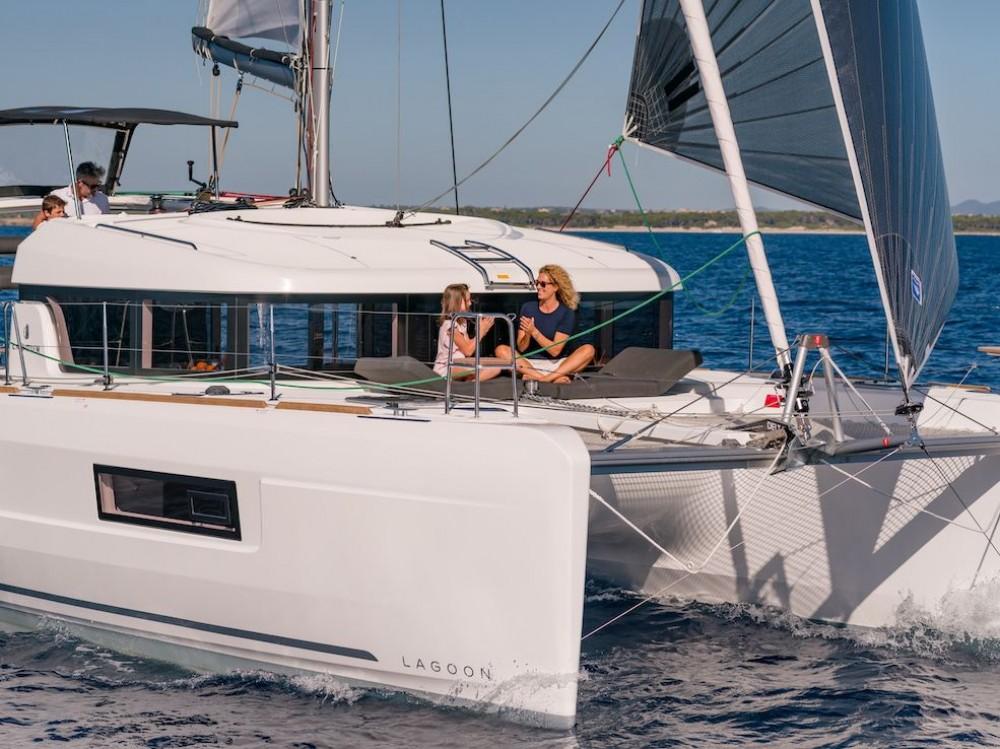 Lagoon Lagoon 40 - 3 + 2 cab between personal and professional Bahamas