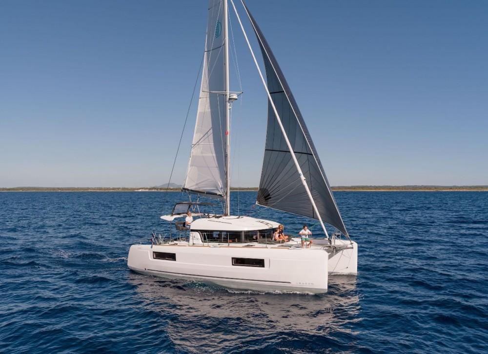 Boat rental Bahamas cheap Lagoon 40 - 3 + 2 cab