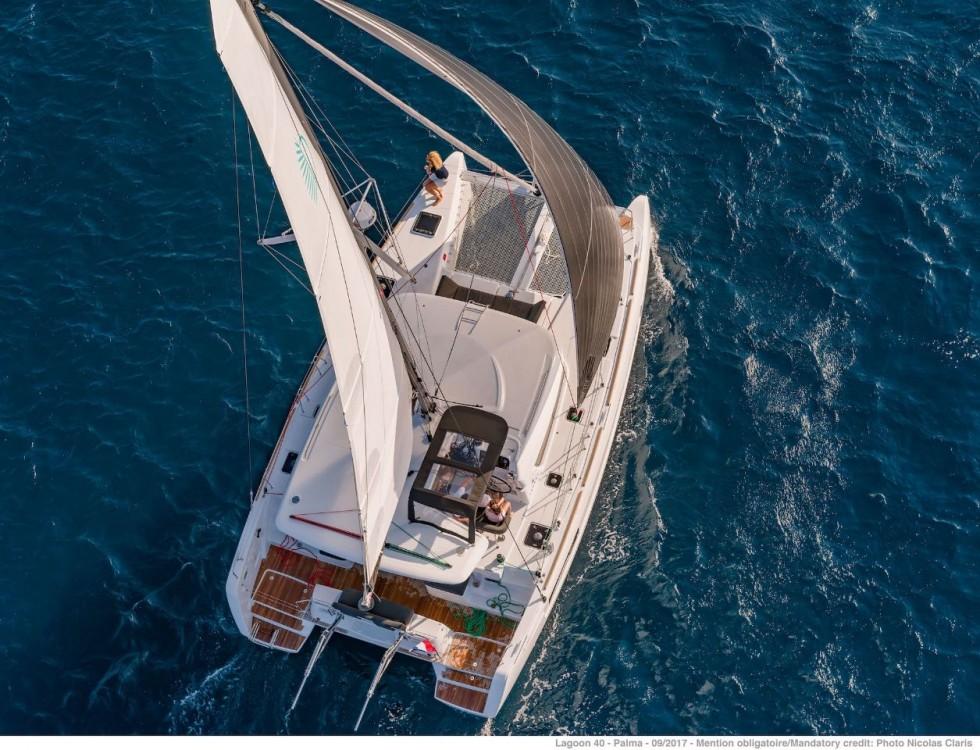 Boat rental Bahamas cheap Lagoon 40 - 4 + 2 cab