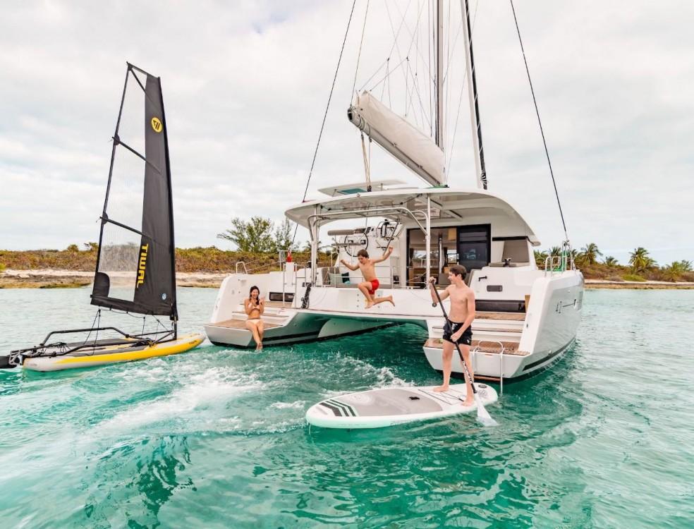 Boat rental Bahamas cheap Lagoon 42 - 4 + 2 cab.