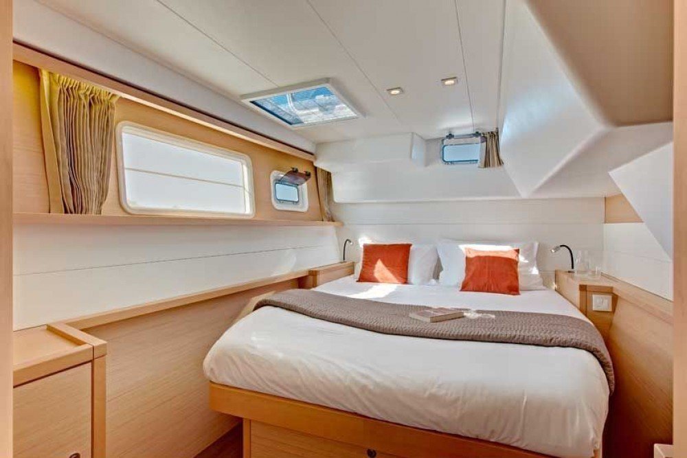 Boat rental Bahamas cheap Lagoon 450 F - 4 + 2 cab.