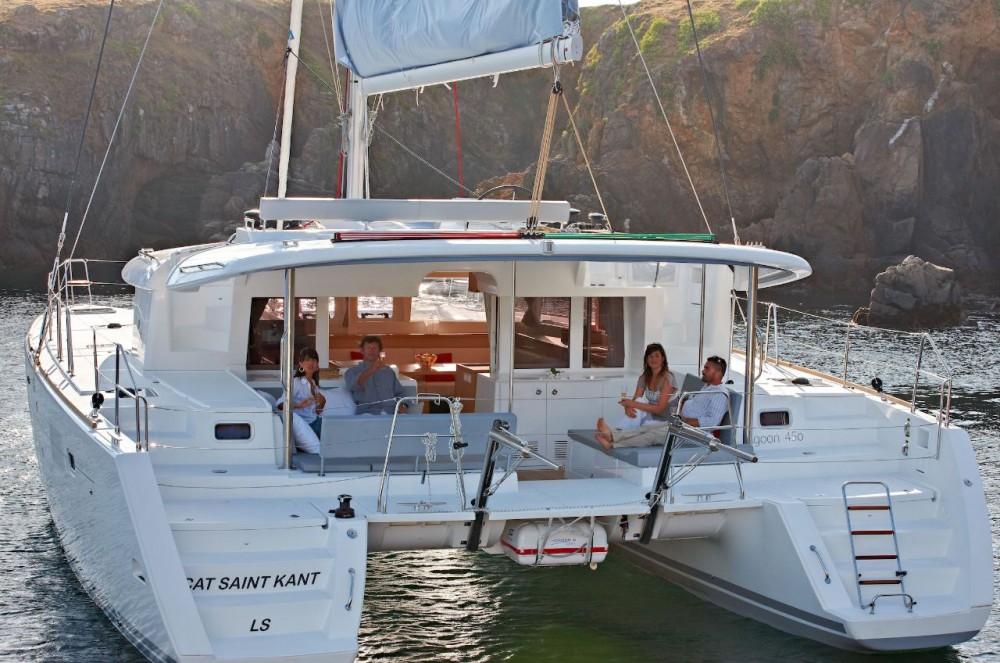 Boat rental Lagoon Lagoon 450 F - 4 + 2 cab. in Bahamas on Samboat