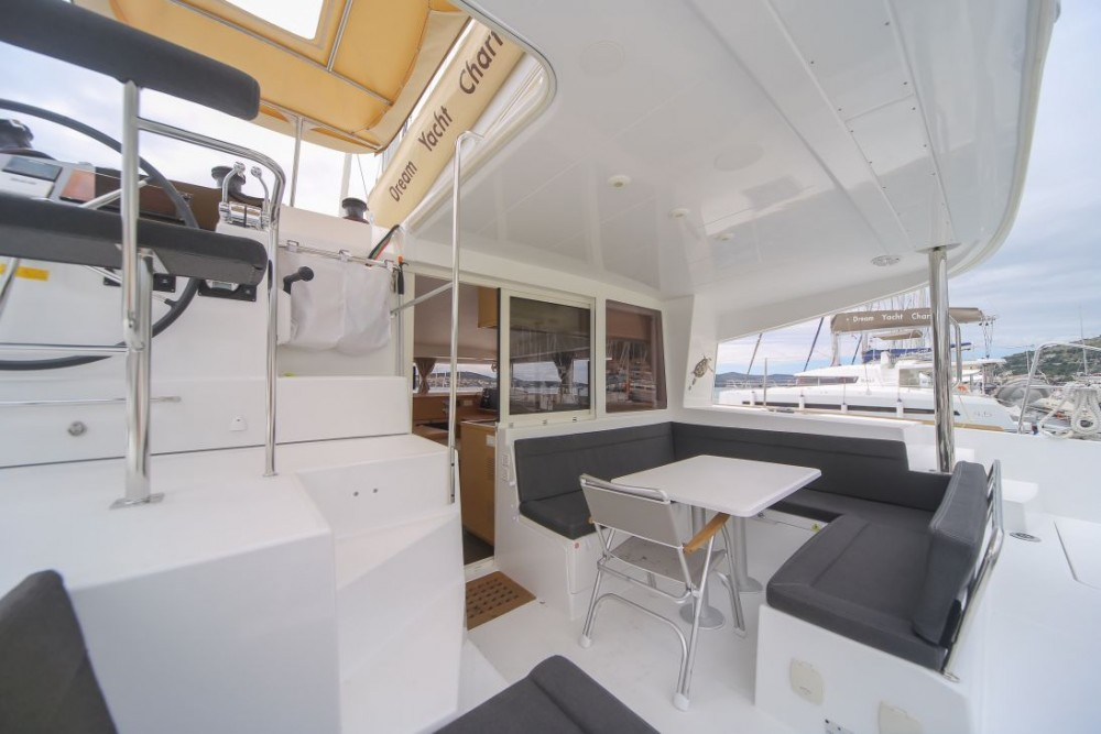 Lagoon Lagoon 400 S2 between personal and professional Olbia