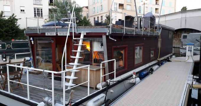 Motorboat for rent Cergy at the best price