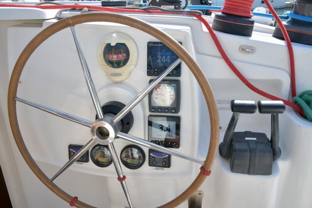 Rental yacht Laurium - Fountaine Pajot Lipari 41 on SamBoat