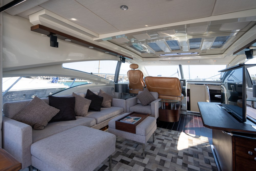 Azimut 68S between personal and professional Barcelona