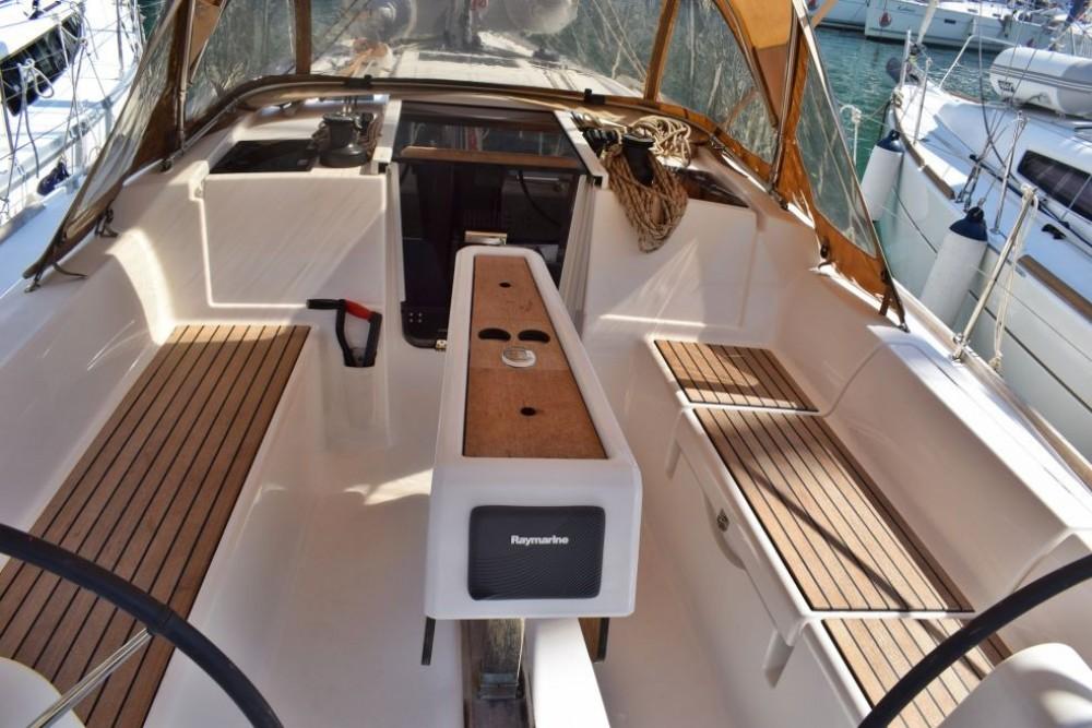 Rental Sailboat in La Spezia - Dufour Dufour 350 Adventure