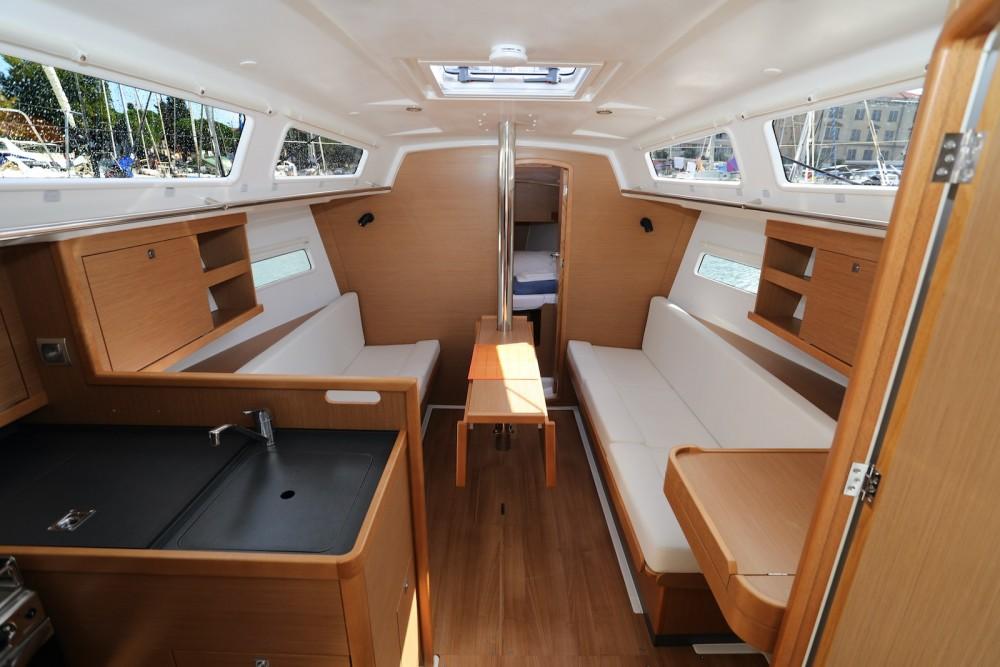 Rental yacht Grad Pula - Jeanneau Sun Odyssey 319 on SamBoat