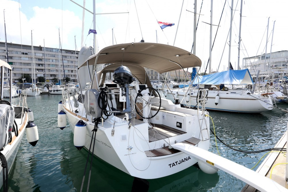 Rental Sailboat in Grad Pula - Jeanneau Sun Odyssey 319
