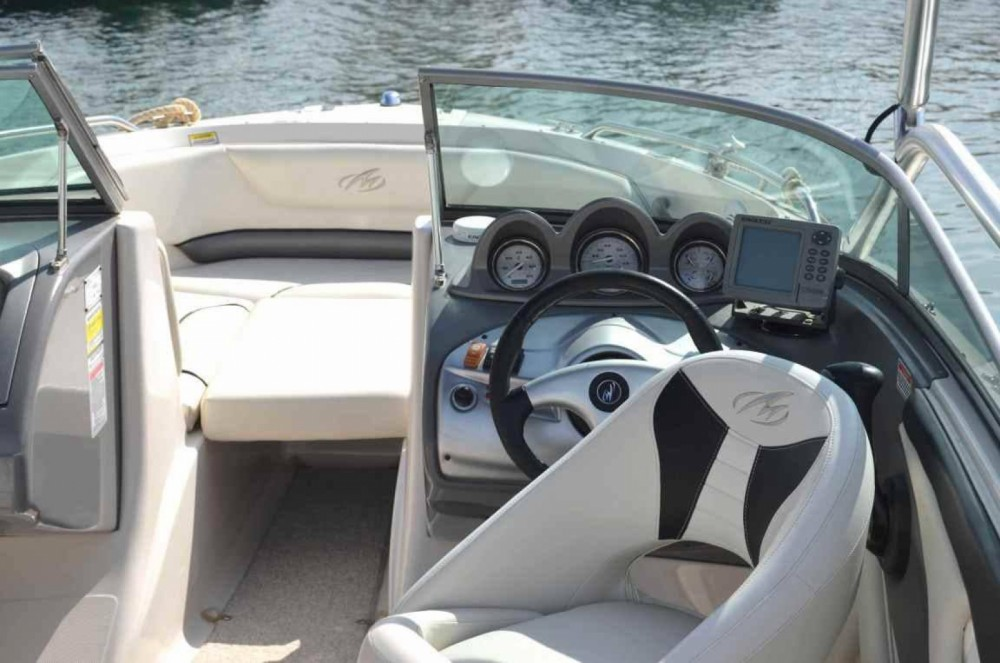 Motorboat for rent Albacete at the best price