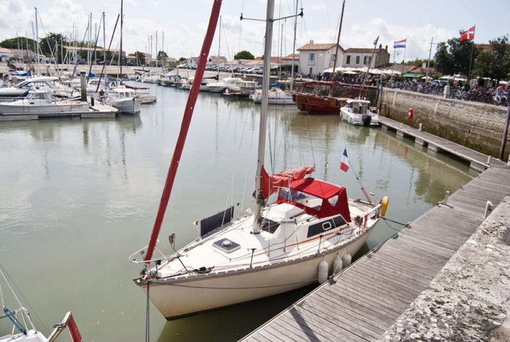 Boat rental Jeanneau Fantasia 27 in Saint-Denis-d'Oléron on Samboat