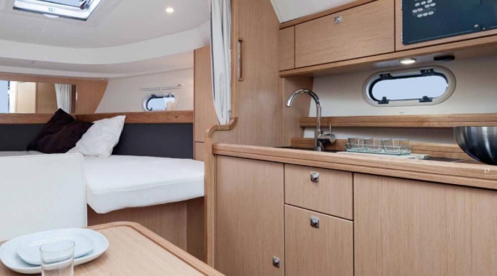 Rental yacht Marseille - Bavaria Bavaria 32 Sport HT on SamBoat