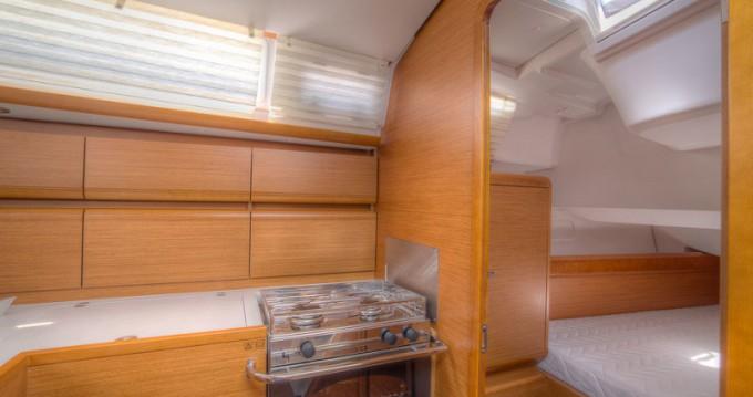 Rental yacht San Vincenzo - Jeanneau Sun Odyssey 439 on SamBoat