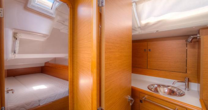 Rental Sailboat in San Vincenzo - Jeanneau Sun Odyssey 439