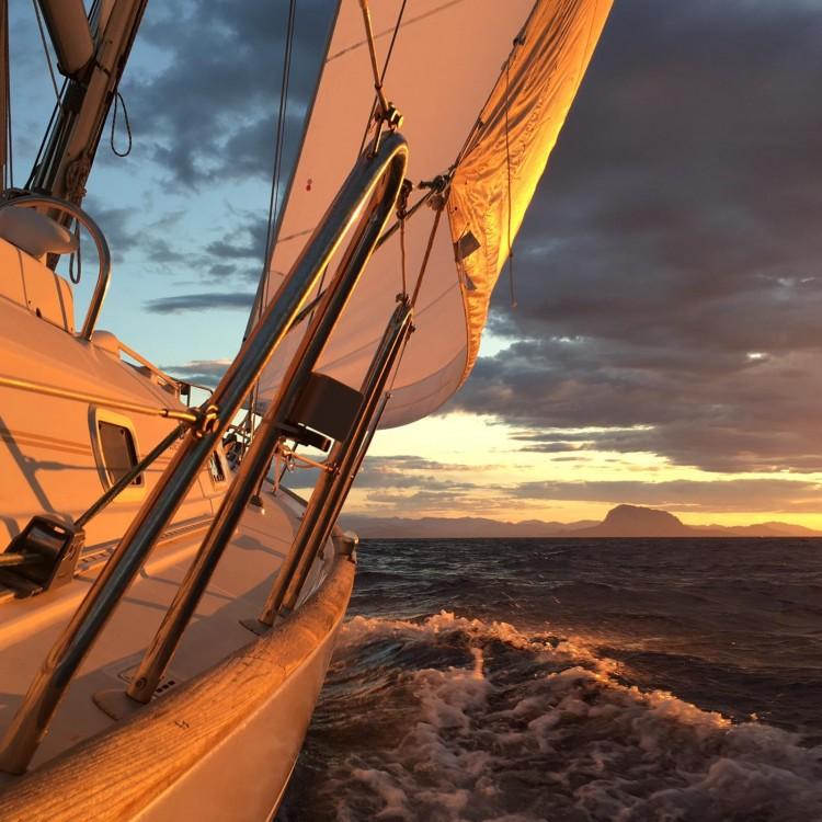Boat rental Bénéteau Oceanis 411 Clipper in Dénia on Samboat