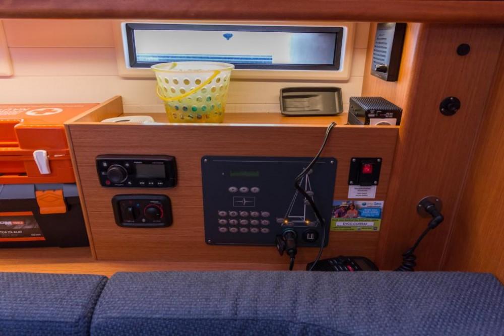 Boat rental Bavaria Bavaria 46 Cruiser in Athens on Samboat