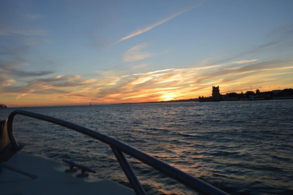 Motorboat for rent Lisbon at the best price