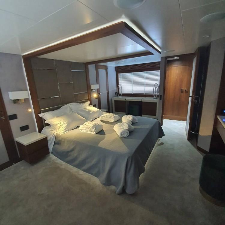 Boat rental Gouvia cheap Azimut 85F