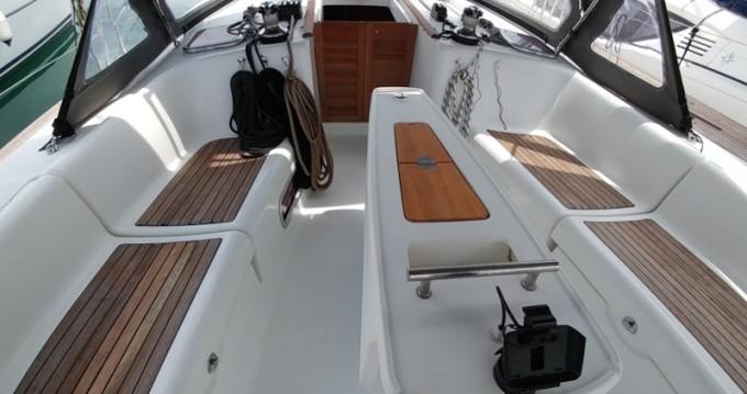 Boat rental Bénéteau Oceanis 43 in Eleusis on Samboat