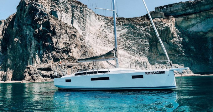 Jeanneau Sun Odyssey 410 between personal and professional Nettuno