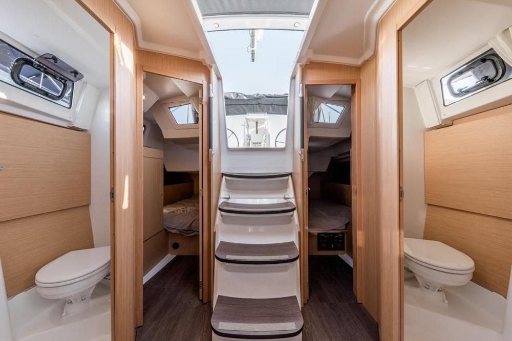 Boat rental Bénéteau Oceanis 38.1 in Grad Biograd na Moru on Samboat