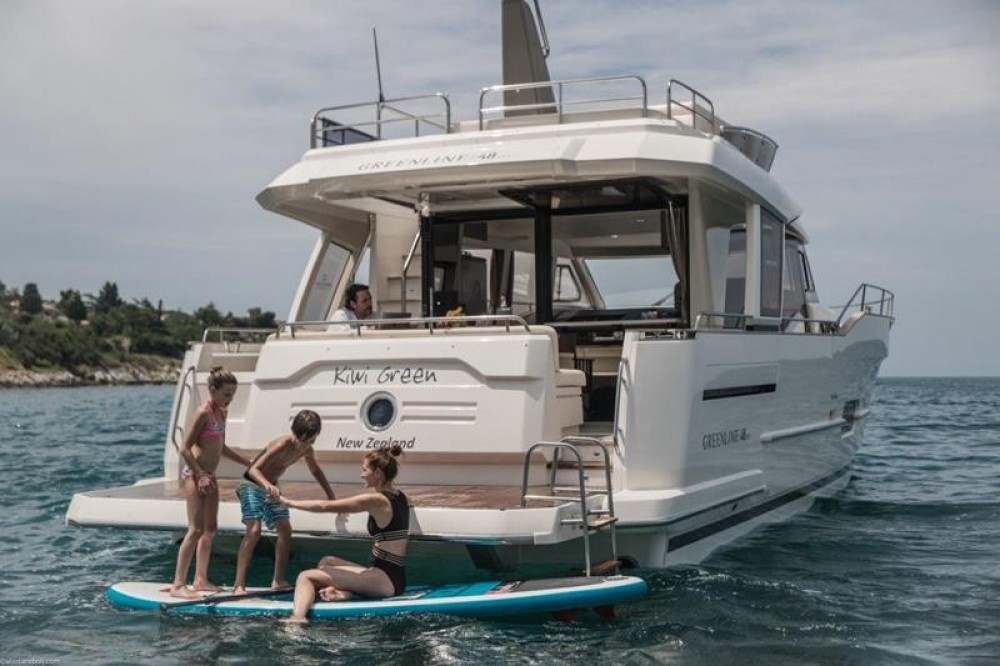 Rental Motorboat Greenline Hybrid 48 Fly with a permit