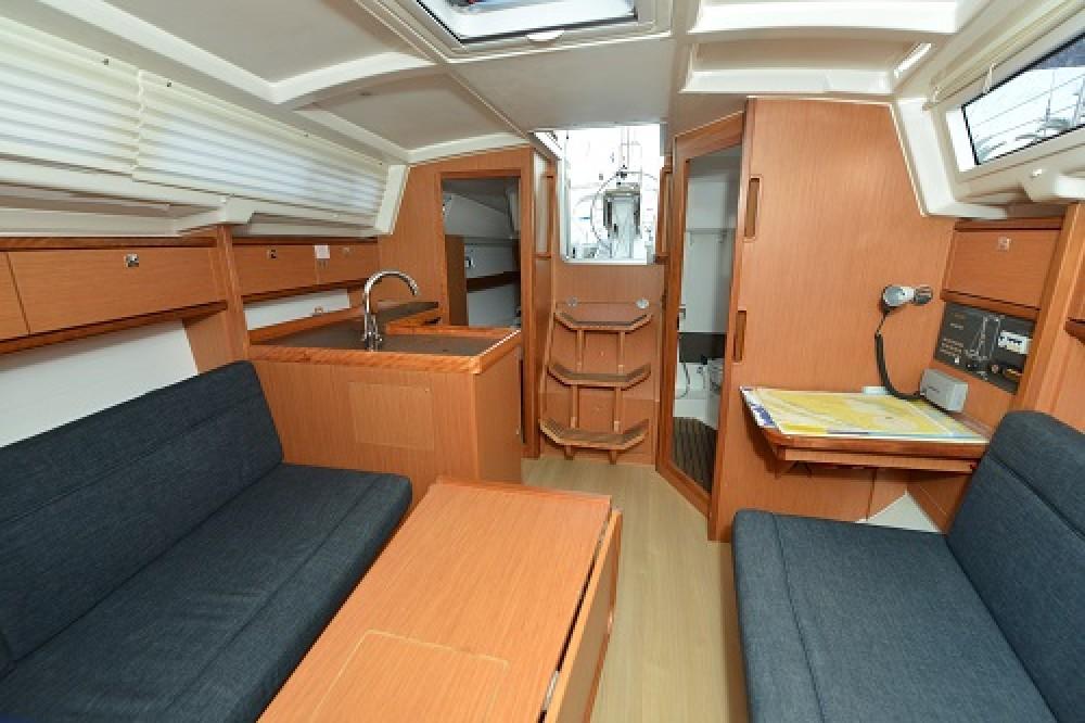 Rental yacht Pirovac - Bavaria Bavaria 33 Cruiser on SamBoat