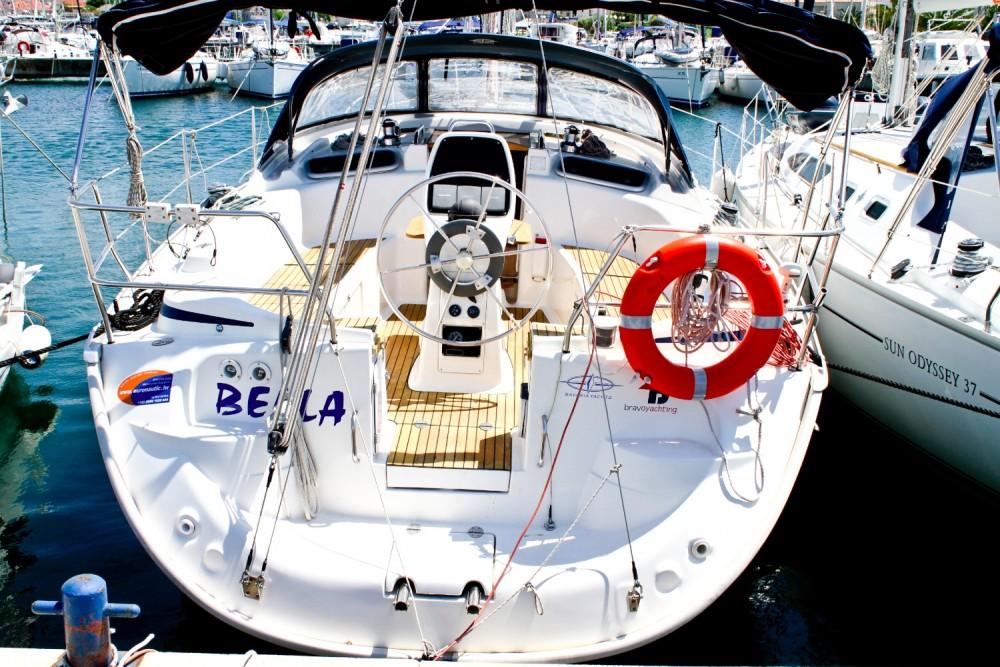 Rental Sailboat in Grad Biograd na Moru - Bavaria Bavaria 37 Cruiser