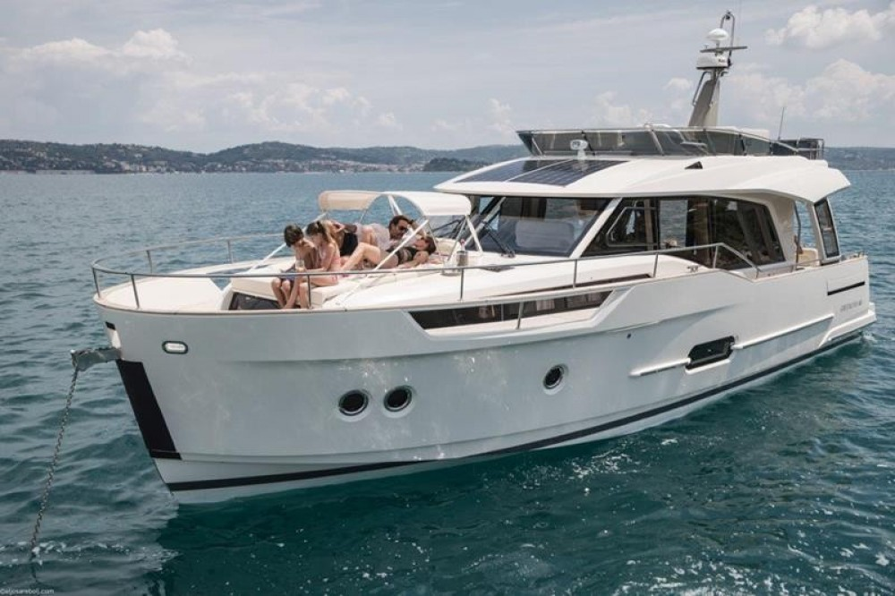 Hire Motorboat with or without skipper Greenline Hybrid 48 Fly Grad Biograd na Moru